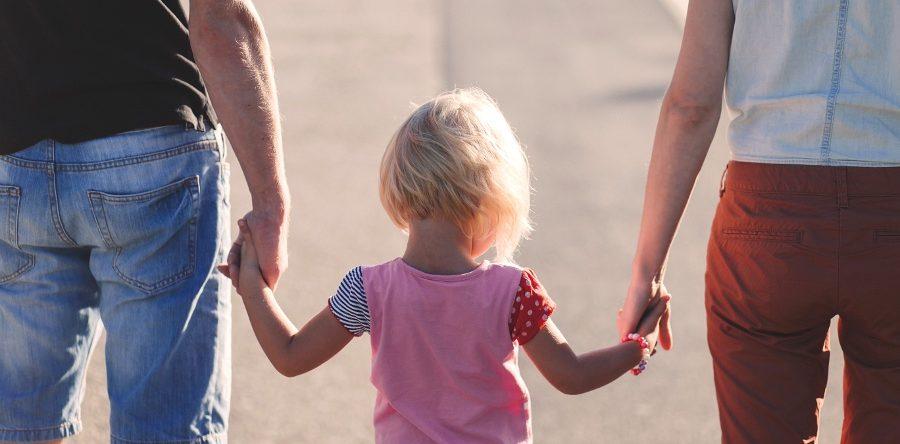 Юридическая помощь адвоката – за что родителей лишают прав на ребенка