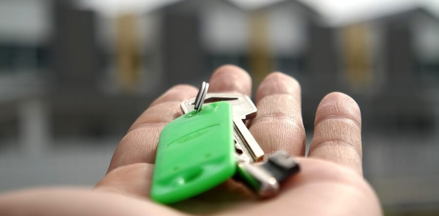 Что имеют право сделать судебные приставы с единственным жильем собственника?